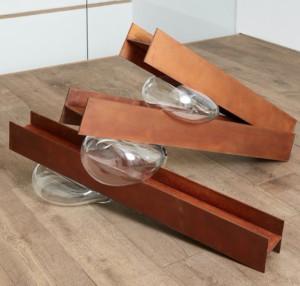 Túlio Pinto, «Geométrico elemental #1»,  steel and blown glass, Ed 3+2AP,  50 x 170 x 30 cm